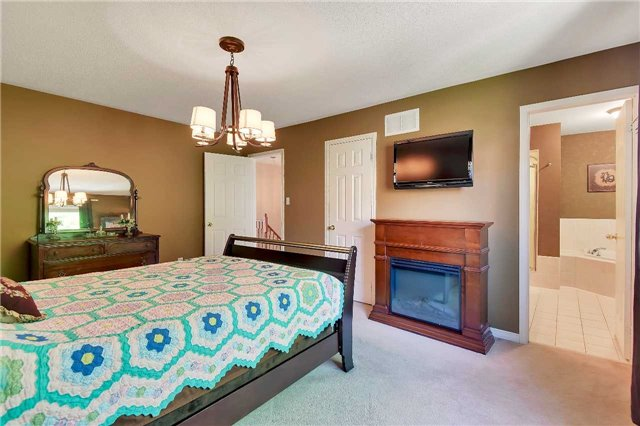 Townhouse at 326 Marble Pl, Newmarket, Ontario. Image 16