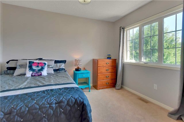 Townhouse at 326 Marble Pl, Newmarket, Ontario. Image 2