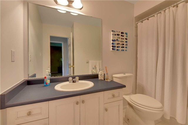 Townhouse at 326 Marble Pl, Newmarket, Ontario. Image 3