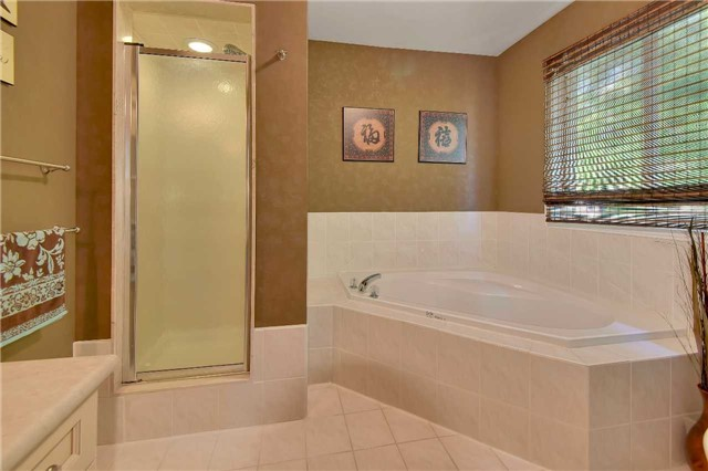 Townhouse at 326 Marble Pl, Newmarket, Ontario. Image 5