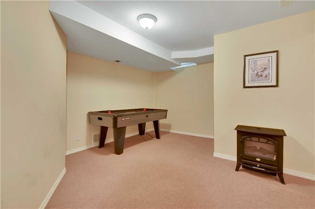 Townhouse at 326 Marble Pl, Newmarket, Ontario. Image 6