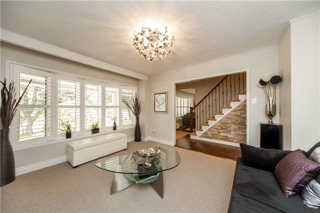 Detached at 95 Norman Dr, King, Ontario. Image 2