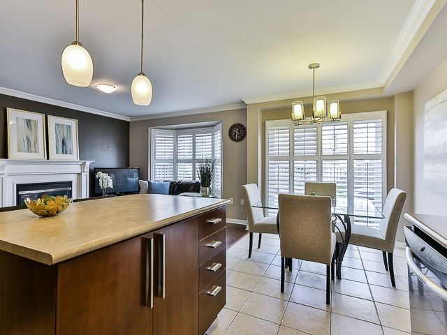 Semi-detached at 186 Dougherty Cres, Whitchurch-Stouffville, Ontario. Image 2