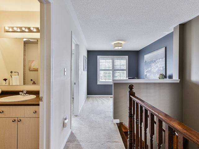 Semi-detached at 186 Dougherty Cres, Whitchurch-Stouffville, Ontario. Image 3