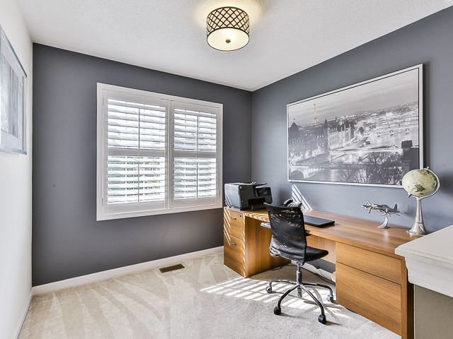 Semi-detached at 186 Dougherty Cres, Whitchurch-Stouffville, Ontario. Image 4
