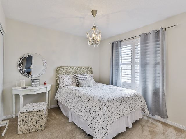 Semi-detached at 186 Dougherty Cres, Whitchurch-Stouffville, Ontario. Image 5