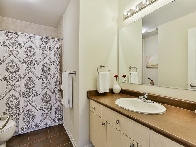 Semi-detached at 186 Dougherty Cres, Whitchurch-Stouffville, Ontario. Image 6