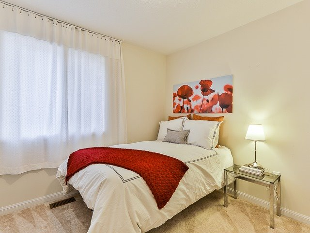 Semi-detached at 186 Dougherty Cres, Whitchurch-Stouffville, Ontario. Image 7