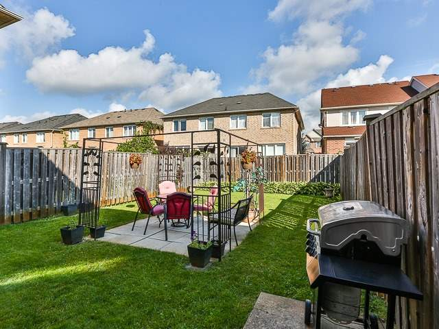 Semi-detached at 186 Dougherty Cres, Whitchurch-Stouffville, Ontario. Image 11