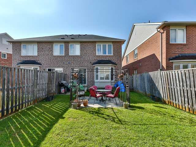 Semi-detached at 186 Dougherty Cres, Whitchurch-Stouffville, Ontario. Image 13