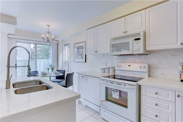 Townhouse at 29 Holmwood St, Richmond Hill, Ontario. Image 3