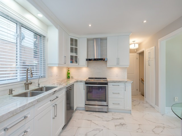 Detached at 533 Rupert Ave, Whitchurch-Stouffville, Ontario. Image 19