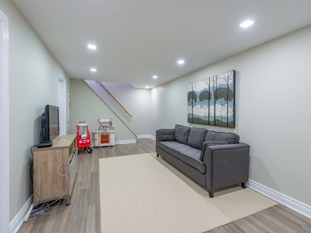 Detached at 533 Rupert Ave, Whitchurch-Stouffville, Ontario. Image 10