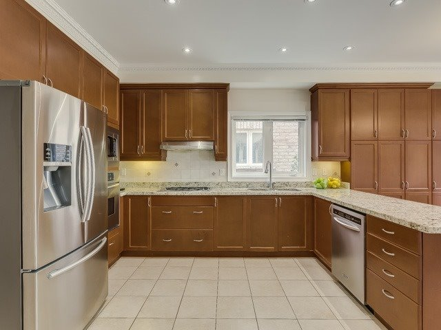 Detached at 162 Ner Israel Dr, Vaughan, Ontario. Image 2