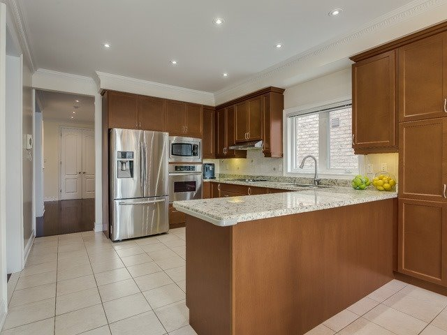 Detached at 162 Ner Israel Dr, Vaughan, Ontario. Image 3