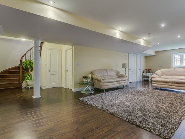 Detached at 162 Ner Israel Dr, Vaughan, Ontario. Image 11
