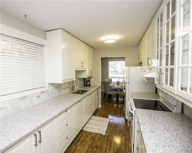 Detached at 58 William Roe Blvd, Newmarket, Ontario. Image 12