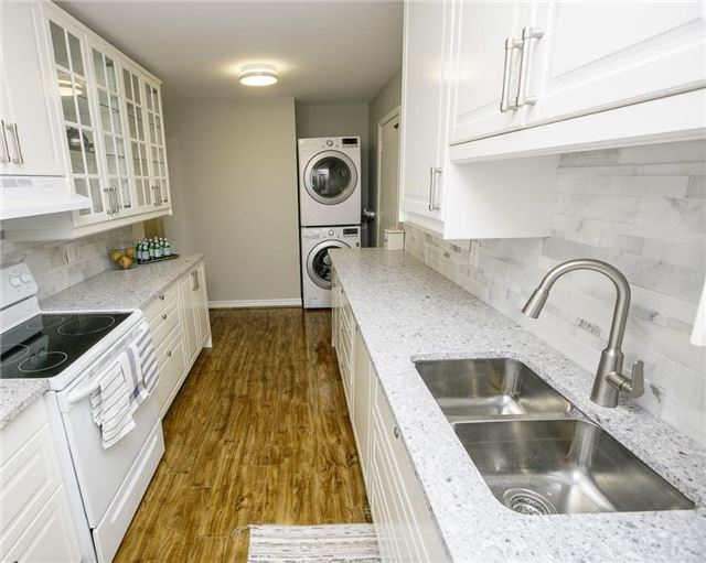 Detached at 58 William Roe Blvd, Newmarket, Ontario. Image 14