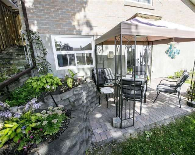 Detached at 58 William Roe Blvd, Newmarket, Ontario. Image 9