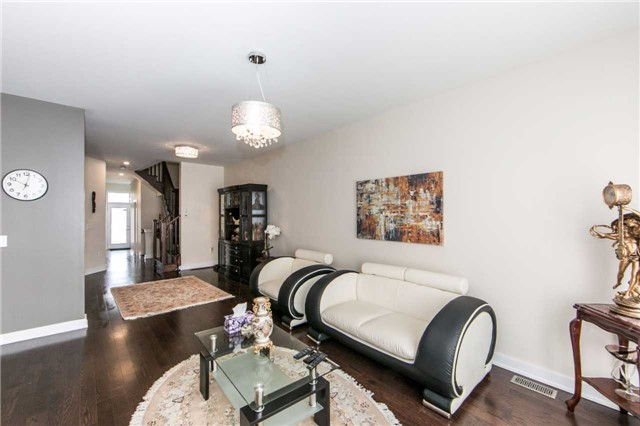 Townhouse at 105 Dariole Dr, Richmond Hill, Ontario. Image 13