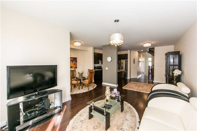Townhouse at 105 Dariole Dr, Richmond Hill, Ontario. Image 14