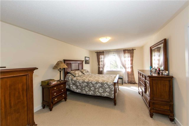 Townhouse at 105 Dariole Dr, Richmond Hill, Ontario. Image 6