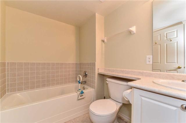 Condo Apartment at 22 James Hill Crt, Unit 216, Uxbridge, Ontario. Image 5