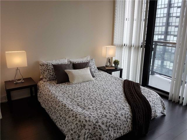 Condo Apartment at 2900 Highway 7 Rd, Unit 3105, Vaughan, Ontario. Image 6