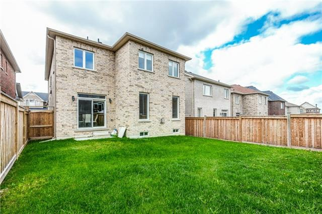 Detached at 93 Old Field Cres, Newmarket, Ontario. Image 13