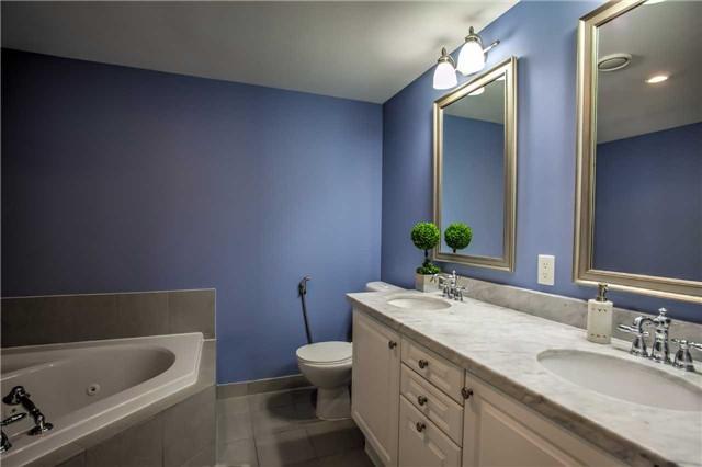 Condo Apartment at 10101 Yonge St, Unit 307, Richmond Hill, Ontario. Image 14