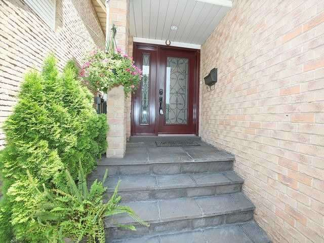 Detached at 154 Greenbelt Cres, Richmond Hill, Ontario. Image 12