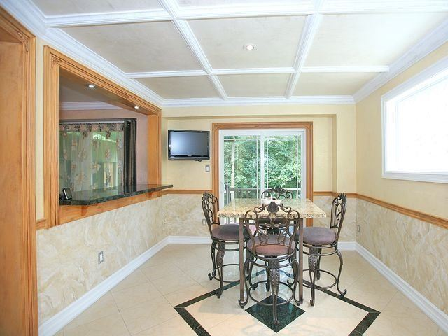 Detached at 154 Greenbelt Cres, Richmond Hill, Ontario. Image 2