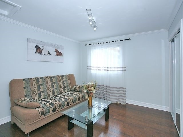 Detached at 154 Greenbelt Cres, Richmond Hill, Ontario. Image 3