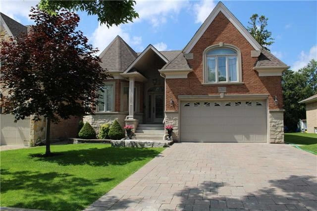 Detached at 10 Westwood Lane, Richmond Hill, Ontario. Image 1