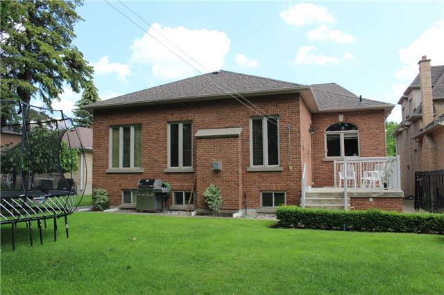 Detached at 10 Westwood Lane, Richmond Hill, Ontario. Image 6