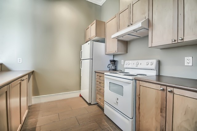 Condo Apartment at 10211 Keele St, Unit 227, Vaughan, Ontario. Image 11