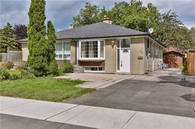 Semi-detached at 213 Alsace Rd, Richmond Hill, Ontario. Image 1