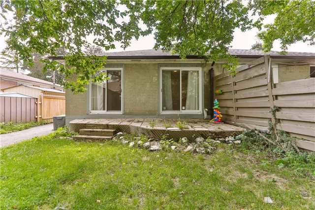 Semi-detached at 213 Alsace Rd, Richmond Hill, Ontario. Image 6