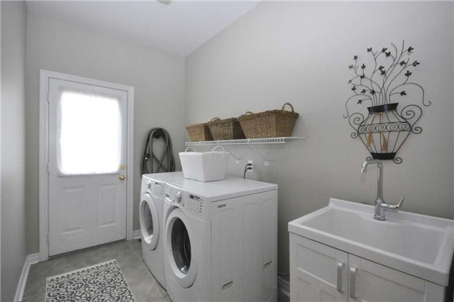 Detached at 124 Second Ave, Uxbridge, Ontario. Image 10