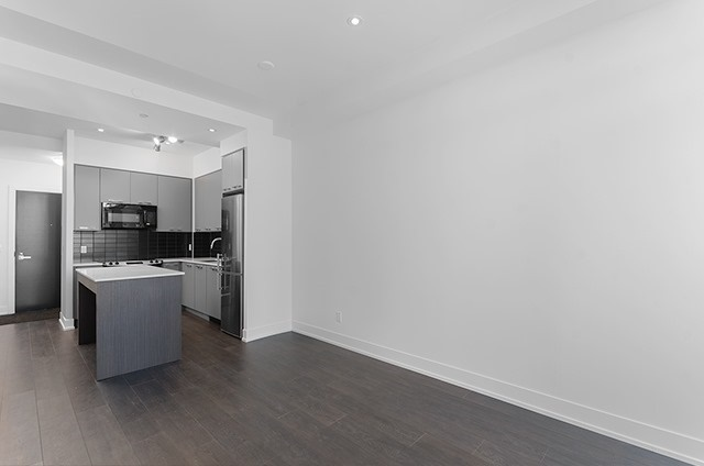 Condo Apartment at 9471 Yonge St, Unit 702, Richmond Hill, Ontario. Image 13