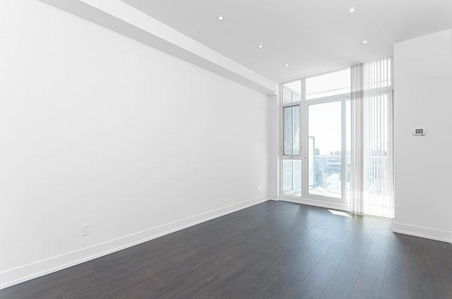 Condo Apartment at 9471 Yonge St, Unit 702, Richmond Hill, Ontario. Image 14
