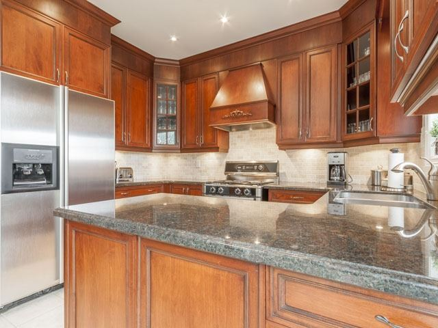 Detached at 11 Pexton Ave, Richmond Hill, Ontario. Image 17