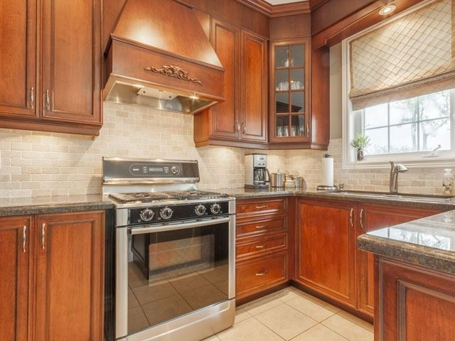 Detached at 11 Pexton Ave, Richmond Hill, Ontario. Image 18