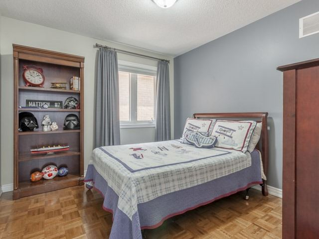 Detached at 11 Pexton Ave, Richmond Hill, Ontario. Image 6