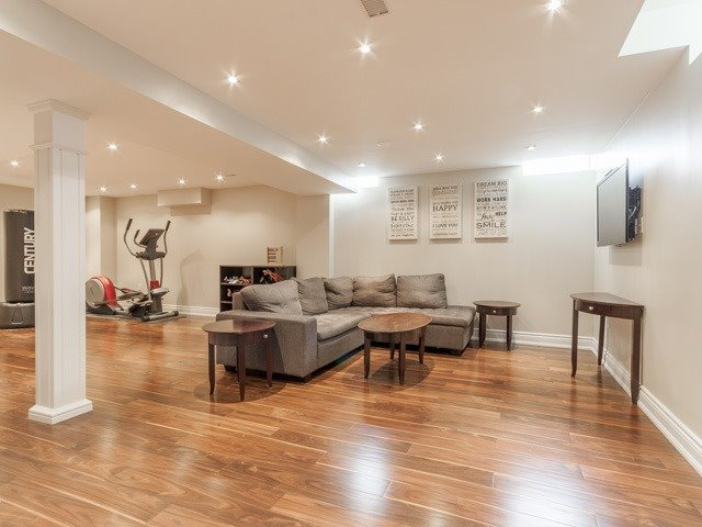 Detached at 11 Pexton Ave, Richmond Hill, Ontario. Image 7