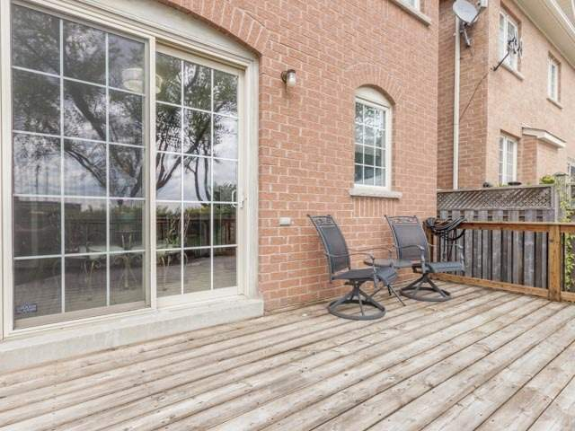 Detached at 11 Pexton Ave, Richmond Hill, Ontario. Image 9