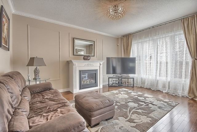 Detached at 41 Heron Hollow Ave, Richmond Hill, Ontario. Image 2