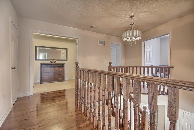 Detached at 41 Heron Hollow Ave, Richmond Hill, Ontario. Image 3