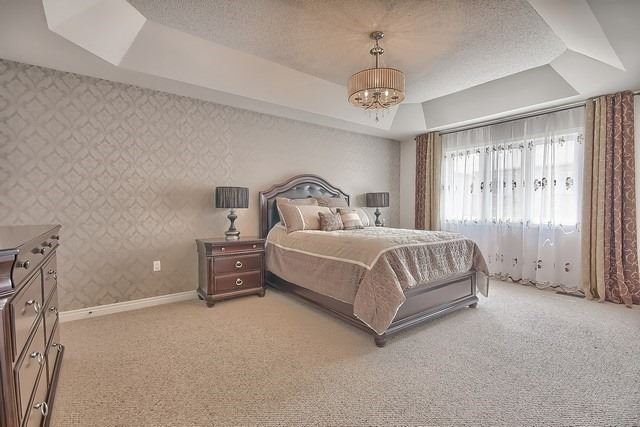 Detached at 41 Heron Hollow Ave, Richmond Hill, Ontario. Image 4
