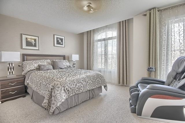 Detached at 41 Heron Hollow Ave, Richmond Hill, Ontario. Image 6